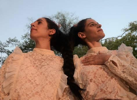 פסטיבל אושפיזין: תאומות סיאמיות